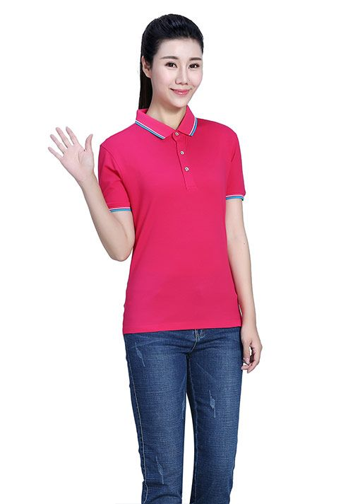 枚红色T恤